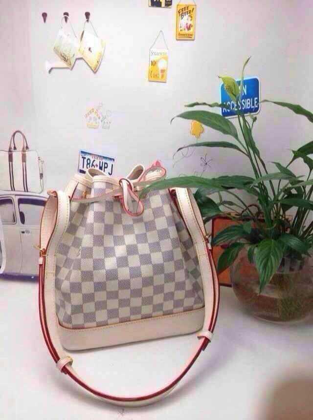 2015 quality genuine leather ladies handbags fashion knitted grid brand women designer tote bags black white plaid shell bag(China (Mainland))
