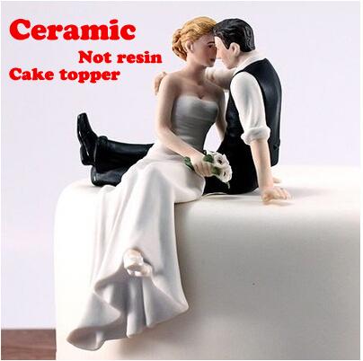 porcelain A Love Match Couple Figurine for cake decoration ceramics romantic wedding cake topper(China (Mainland))