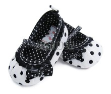 2013 New Baby Girls Bowknot Shoes/Children Circle Dot Shoes/Baby First Walker Soft Soled Prewalker White + Black 16348(China (Mainland))
