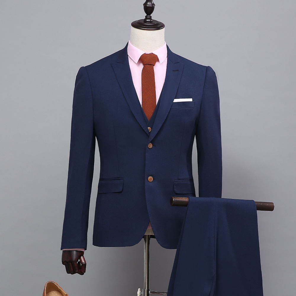 Aug 16,  · A new breed of suit maker is offering accessible custom tailoring by mobilizing haberdashers and lowering grounwhijwgg.cfon: 4 New York Plaza,