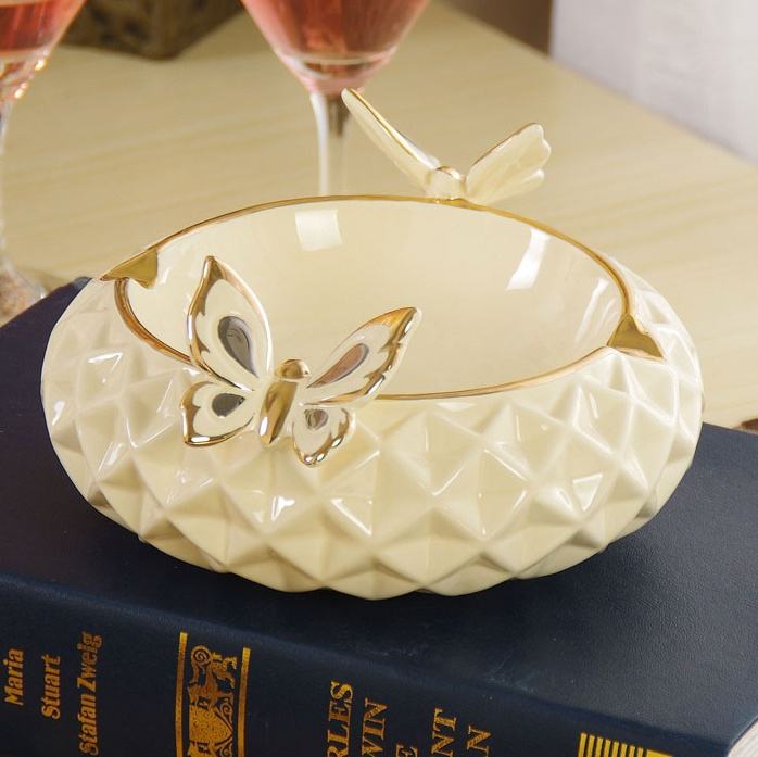 Ceramic Butterfly Figurine Ashtray Ornamental Porcelain Tobacco Ash Collector Smoking Supplies Decoration Craft Accessories(China (Mainland))