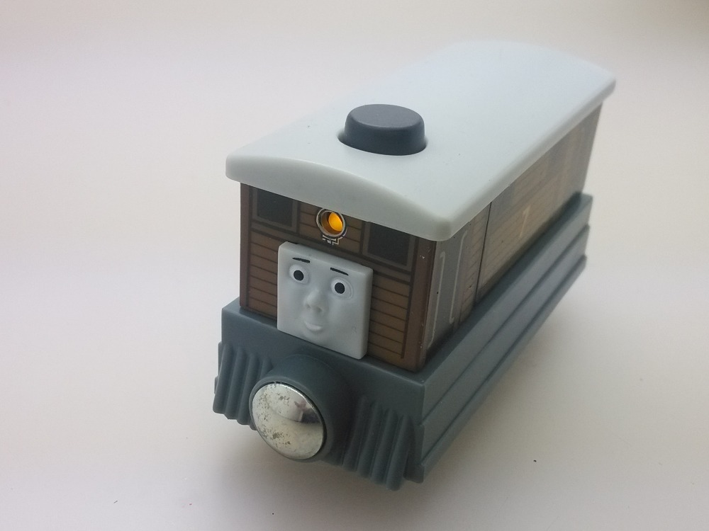 NEW WOODEN THOMAS friend The Tank Engine Train- TOBY noise light TALKING(China (Mainland))