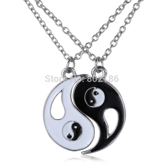 2P Yin Yang Pendant Necklace Black White Couple Sister Friend Friendship Jewelry Unique Personalized Gifts(China (Mainland))