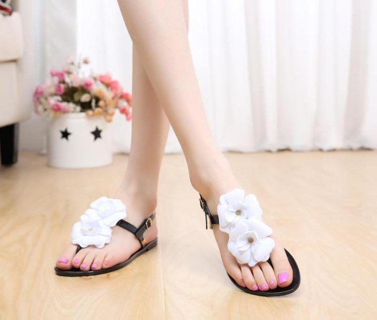 2016 New Fashion Women Flat Sandals Jelly Flower Decoration Flip Flop Women Sandals Plus Size Women Sandals Fast Shipping<br><br>Aliexpress
