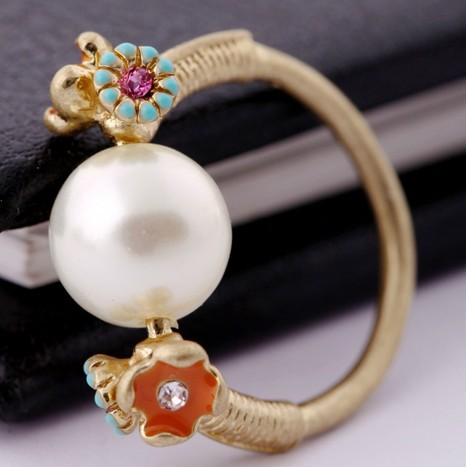 Anel free Shipping Crystal 2014 Charm Tops Fashion Luxury The Plated Small Flower Pearls Rings for Women New Arrive Hot Sales(China (Mainland))