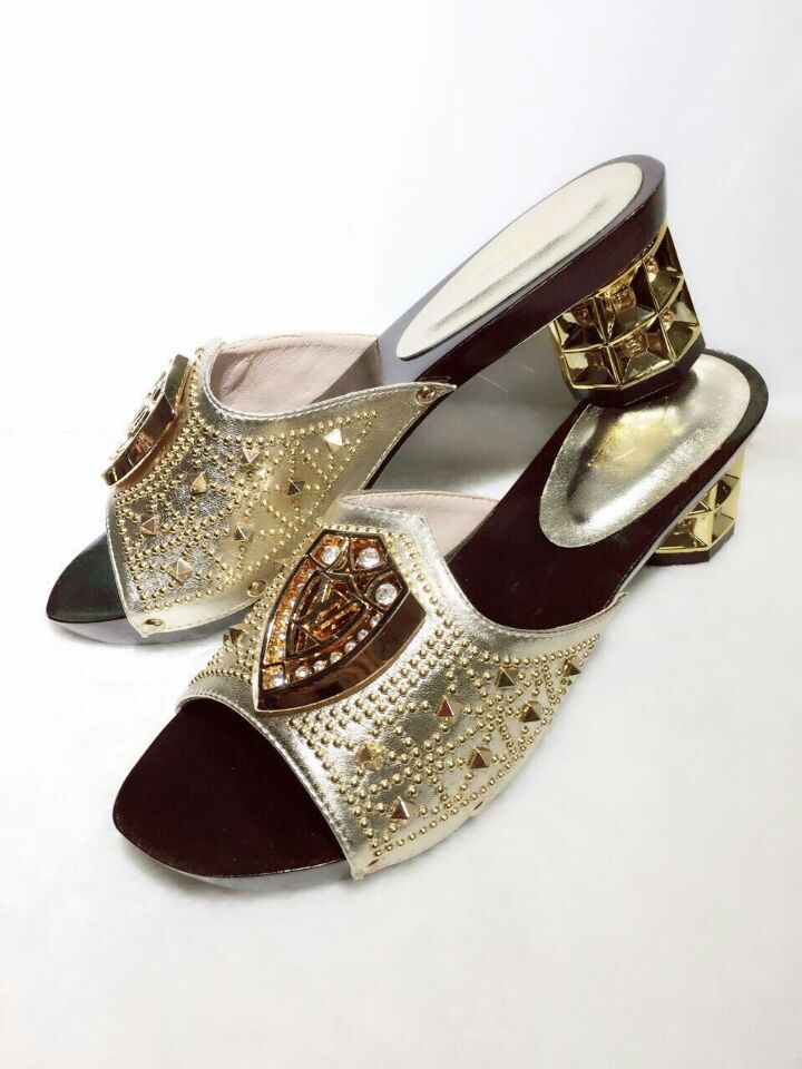 Silver color high quality italian shoes and bags to match ...