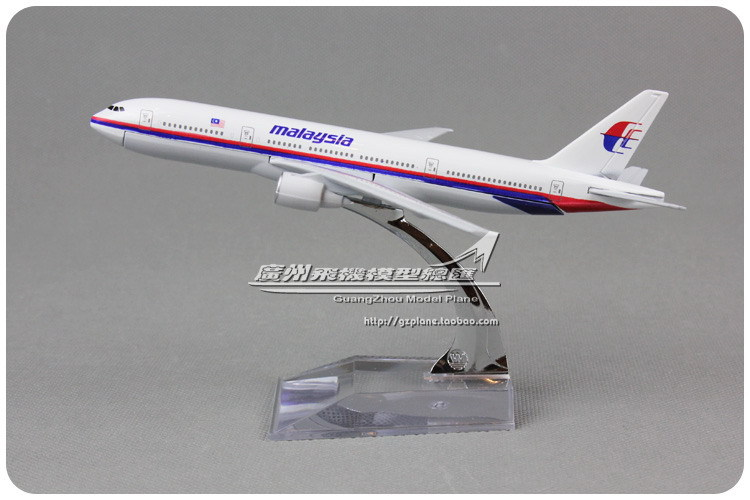 16cm Alloy Air Malaysia Airlines Airplane Model Boeing B777 Airways Plane Model Toy Free Shipping(China (Mainland))