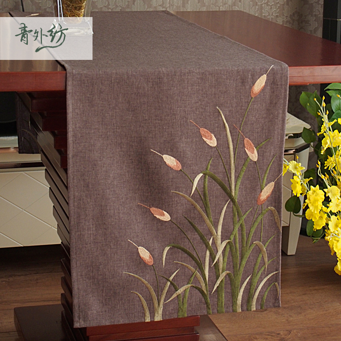 2015 New coffe base fabric embroidered lily tablecloths/ runners/table decorative cltohs 85cm/40x175cm/40x220cm(China (Mainland))