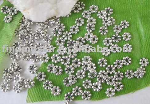 FREE SHIPPING 700 pcs Tibetan silver Daisy spacer beads 5mm M299