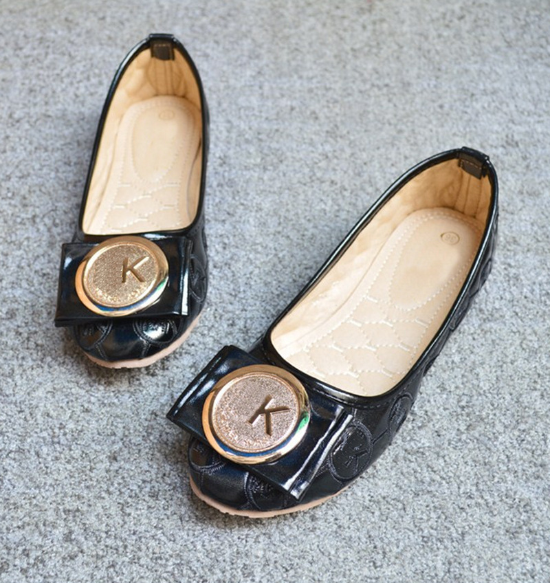 In the autumn of 2015 new flat shoes documentary metal skin round buckle head shoes shoes