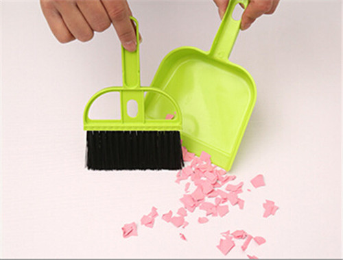 Hot Sale Mini 3 Colors Desktop Cleaning Brush Keyboard Brushes with Dustpan Small Broom Suits(China (Mainland))