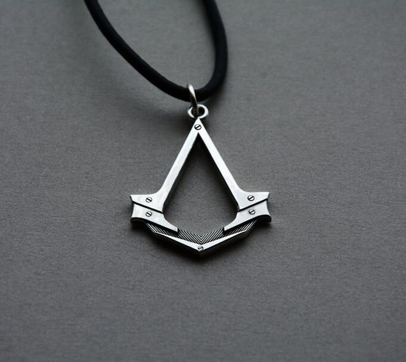 2017 New Assassin's Creed necklace Antique Silver Assassins Cosplay Pendant Game Accessories Leather Rope