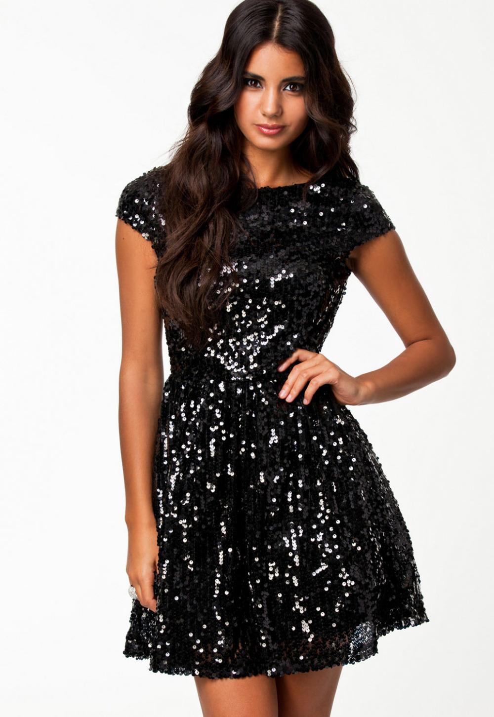 Фото черных платьев с пайетками
