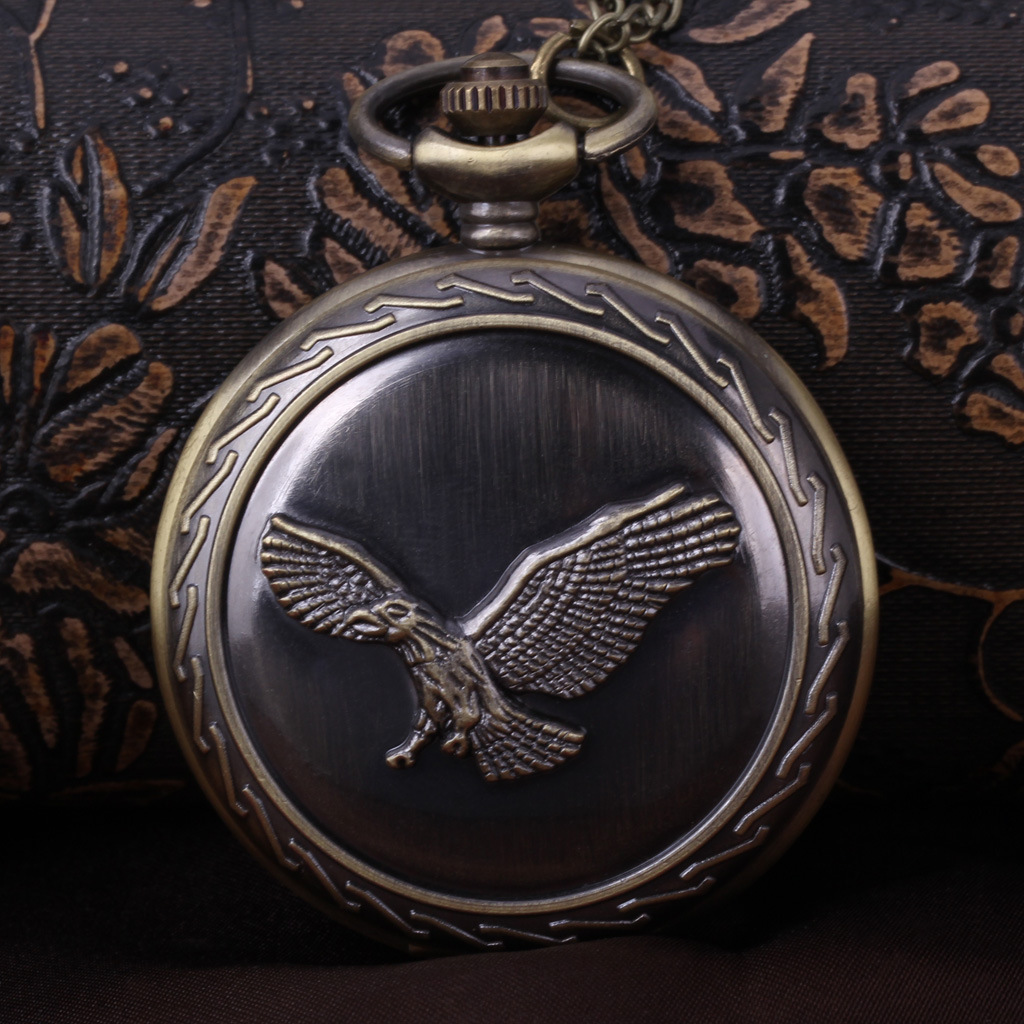 2015 New Wholesale In Europe And America Bronze Wind Large Retro Eagles Wings Chain Table Students One Generation(China (Mainland))