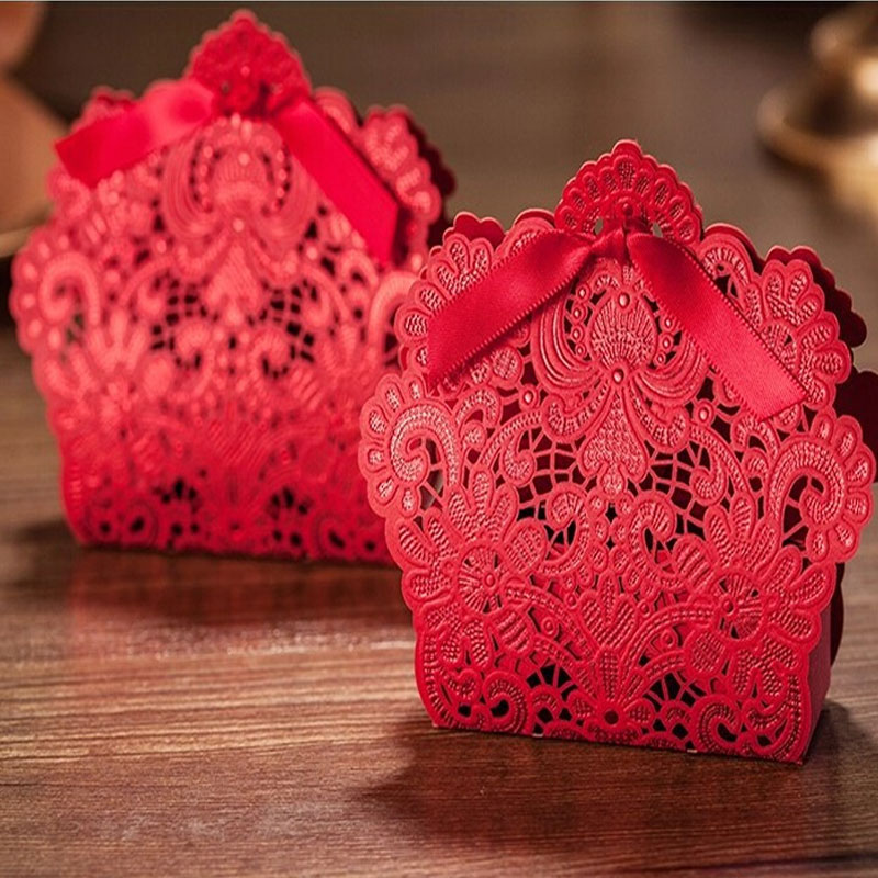 50 pcs / bag Red Lace Candy Box Party Wedding Hollow Carriage Favors Gifts Candy Boxes Free Shipping 2016(China (Mainland))