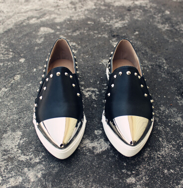 Women's Flat Platform Shoes Fashion Rivets Metal Pointed Toe Genuine Leather Shoes Slip On Ladies Brand Shoes Black White 3A(China (Mainland))