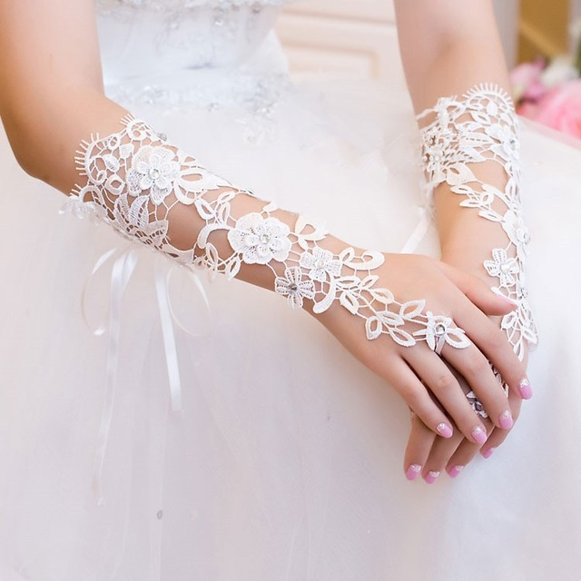 White Wedding Gloves Custom Made Bridal Gloves Lace Diamond Flower Glove Hollow Wedding Dress Accessories HOT