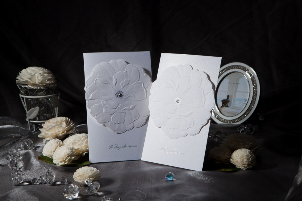 50pcs/set free envelop and free seal Elegant Embossed Flower & Rhinestone Wedding Invitation card W1103(China (Mainland))