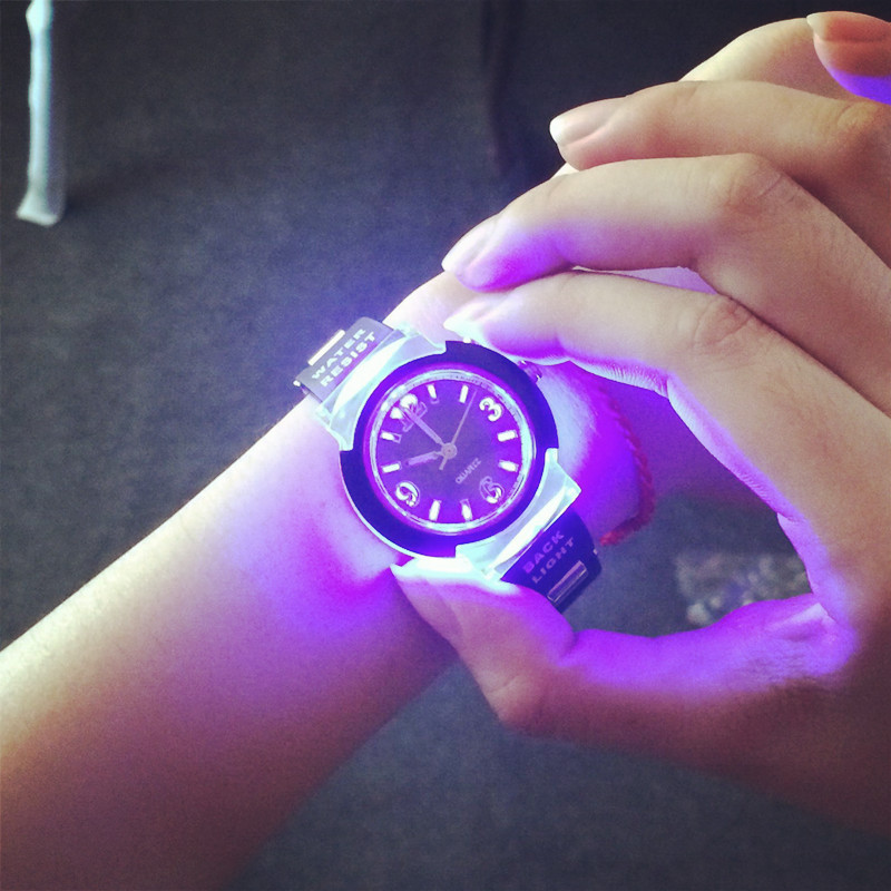 Гаджет  Fashion Tide LED Light Cool Tide the Female Form Student Casual Sports Personality Jelly Luminous Watches Clock Hours saat None Часы