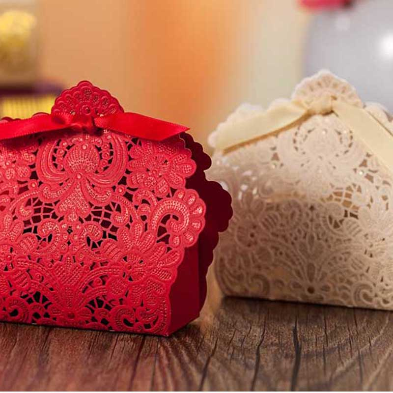 Laser Cut Wedding Favor Boxes Gold Red Flowers Wedding Candy Boxes with Ribbon Casamento Wedding Party Favors And Gifts XTH0001(China (Mainland))