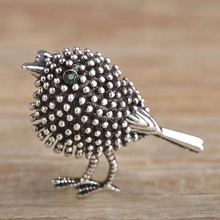 Vivid Antique Silver Plated Cute Bird Brooches For Women Kids New Year Gifts Alloy Beads Broches Lapel Pins Collar Tips Jewelry(China (Mainland))