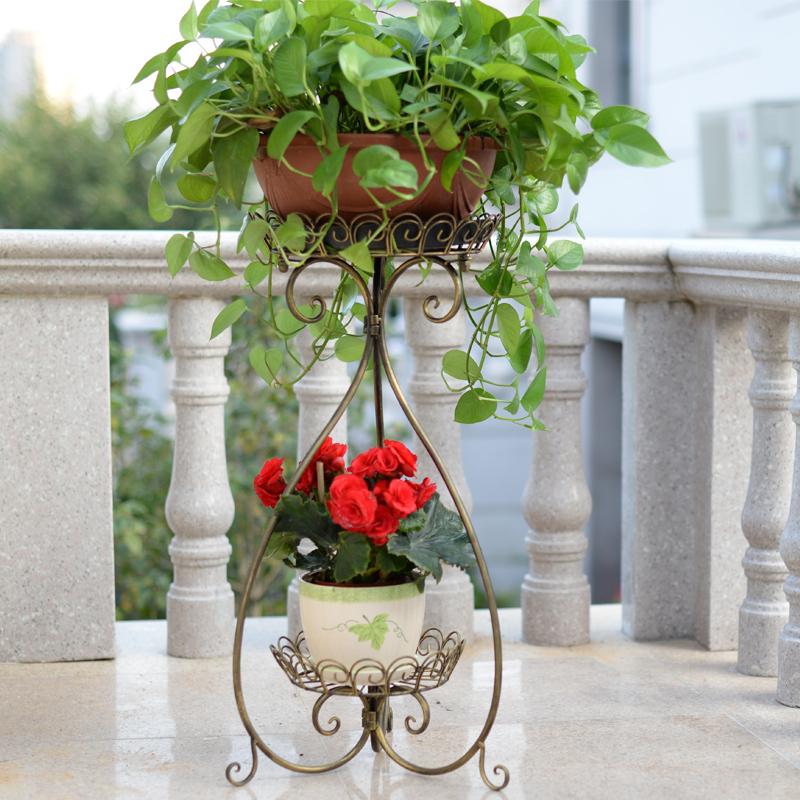 Белый деревянный балкон цветочный горшок лоток стенд стабиль.