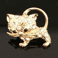 Hot Fashion Realistic Cute Little Cat Delicate Brooch Cute Animal Gold Plated Crystal Scarf Brooch Rhinestone Jewelry