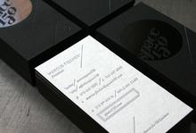 Новый стиль личная высокой печать бумага визитная карточка пользовательские печать серебряный тиснения визитки 600 GSM бумага искусства одна сторона матовый черный
