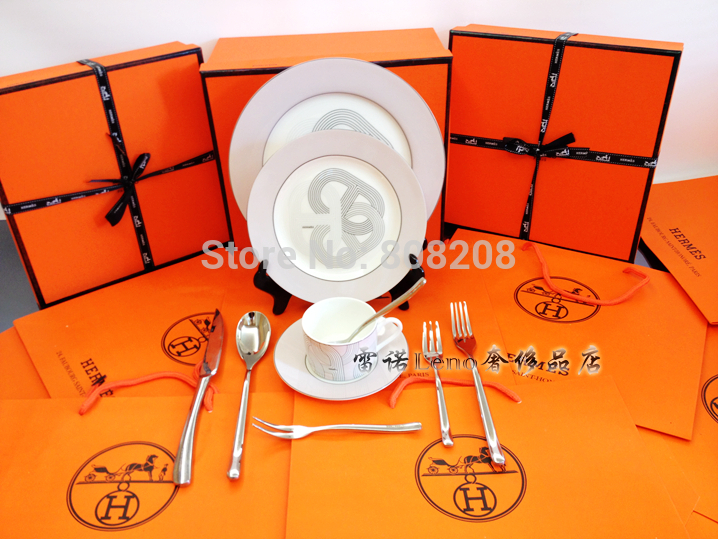 Brand name 10-piece Gold Western fine bone china dinner set with original certificate use in microw(China (Mainland))