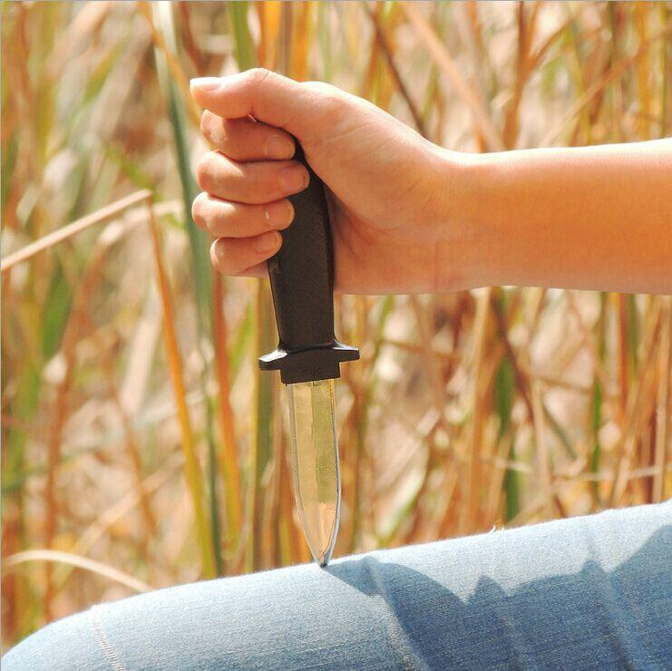 New 2015 Hot Comedy Magic Plastic Retractable Dagger Joke Prank Props Knife(China (Mainland))