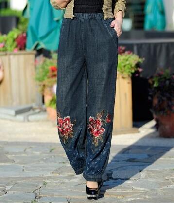 Скидки на Демин джинсы повседневная шаровары брюки для женщин плюс размер эластичный пояс вышивка шаровары высокая талия осень-весна bdj0602