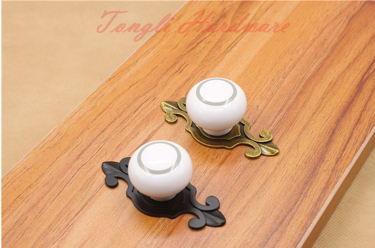10 pcs/lot white vintage ceramic door knob/handle/pull with silver circle, for cabinet, kitchen and drawer, free shipping(China (Mainland))