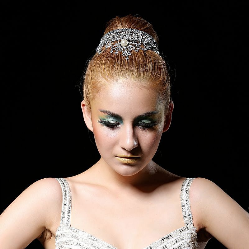 2016 New High-end Bridal Jewelry Alloy Rhinestone Tiara White K Plated Crown Round Crown Headband Wedding Hair Accessory(China (Mainland))