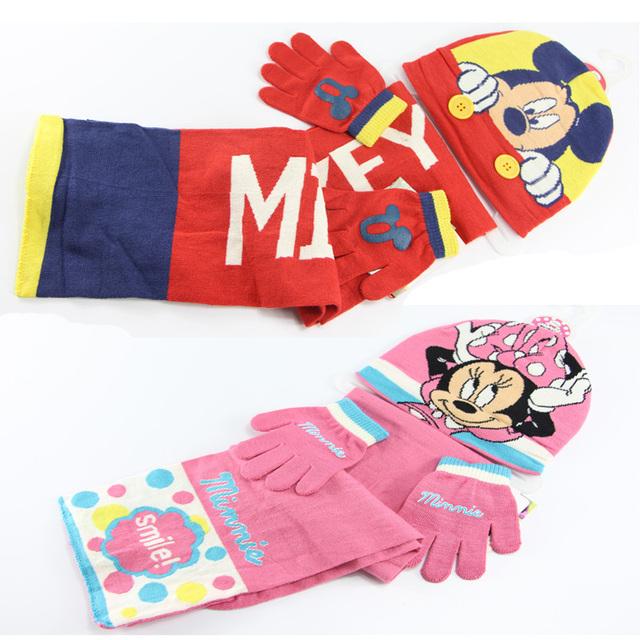 Зимний комплект для детей: шапка, шарф, перчатки. Рисунки Микки- и Минни-Маус.