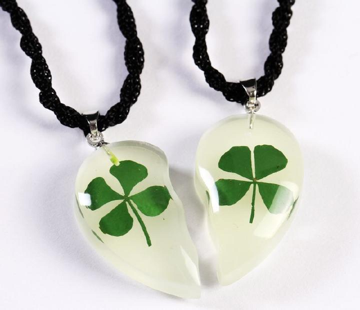 FREE SHIPPING 6 pair Green Four Leaf Clover Heart Glow Pendant Shamrock Unique Artificial New(China (Mainland))