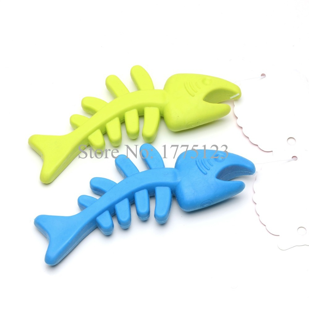 Fashion durable rubber fish bone with lovely gill pet dog for Rubber fish toy