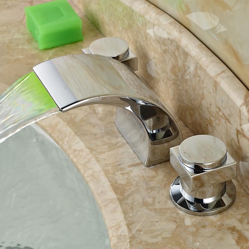 Купить Роскошь Широкое Водопад Ванной Краны Палубы Крепление Свет Смеситель для раковины Кран Хром Закончил