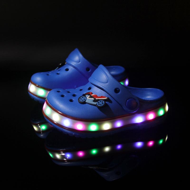 2017 Toddler summer style Brand children's sandals LED Lighted Flashing boys girls beach slippers kids shoes sandal(China (Mainland))