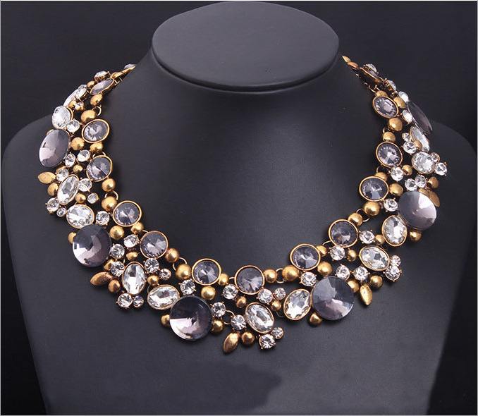 2016 Europe and the big Crystal Flower necklace luxury short clavicle exaggerated vintage women's accessories 972(China (Mainland))