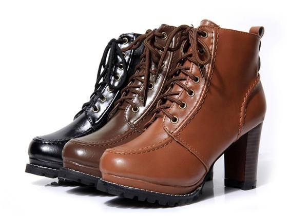 Женские ботинки на каблучке фото