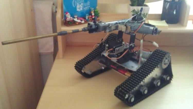 Tank car chassis/tracked car for DIY robot electronic toy/remote control smart car development kit(China (Mainland))