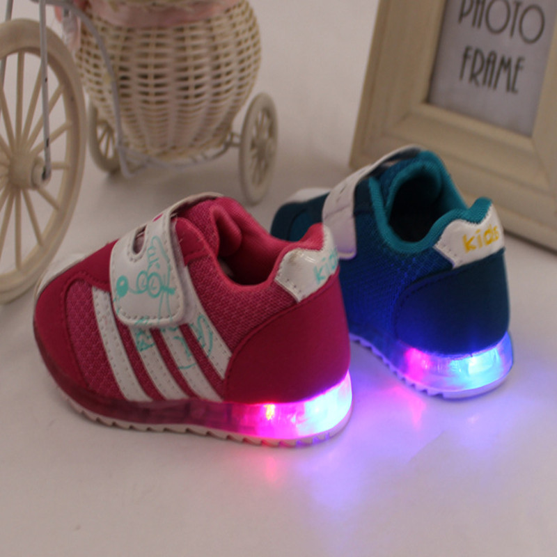 Autumn new Children's shoes boys loafers chaussure girls flat toddler shoes casual Glowing sneakers Super soft and comfortable(China (Mainland))