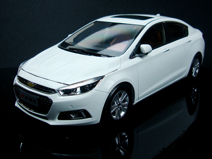 All New 1:18 White Chevrolet Cruze Sedan 2015 Alloy Collectable Diecast Model Cars Slot Cars Hobby(China (Mainland))