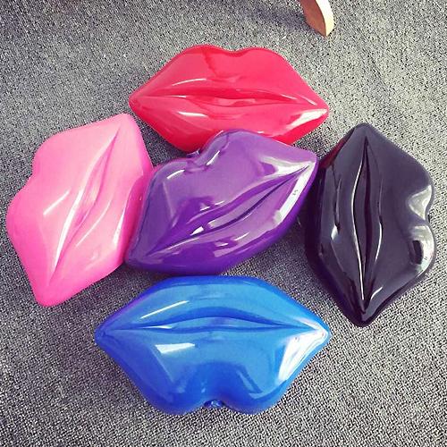 Пластиковый дамский клатч в виде губ
