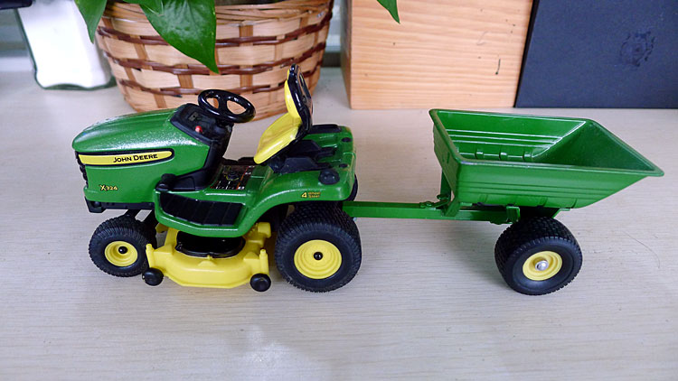 KNL HOBBY J Deere X324 garden tractor mowing alloy car models Security Act ERTL 1:16 shipping(China (Mainland))