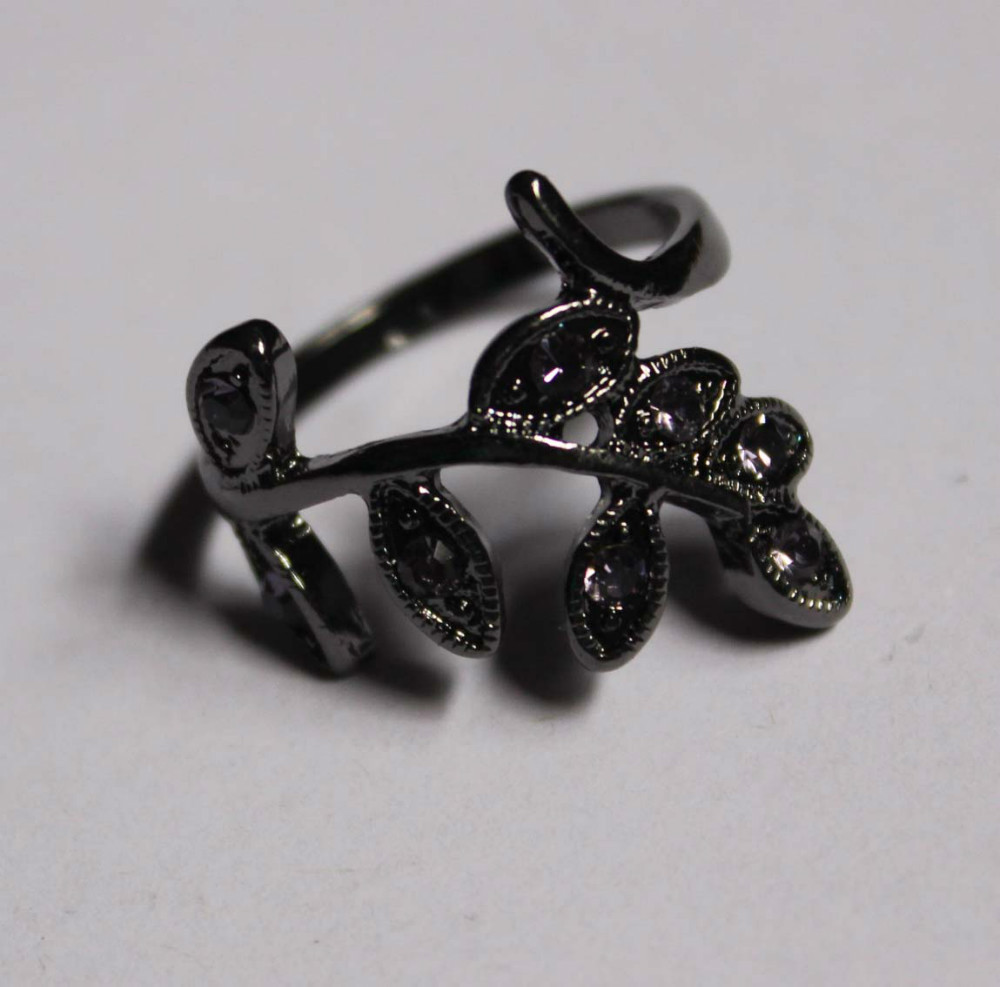 hematite Tone plated leaf shape casting with crystal stone Ring(China (Mainland))