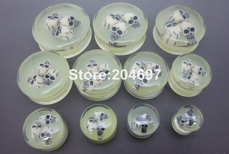 110pcs Mix 11 Gauges 10-30mm Glow In The Dark Acrylic Double Flared Saddle Ear Plug Flesh Tunnel Expander with 3 Skulls Inside