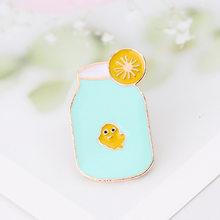 Susu Ikan Pin dan Bros Lemon Ikan PET Kerah Pin Kartun Enamel Pin Bros Kotak Susu Gelas Kaca Bros sarapan Pin(China)