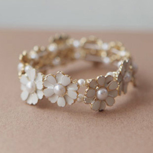 Accessories bride bridesmaid jewelry fresh small daisy pearl flower elastic rubber band bracelet(China (Mainland))