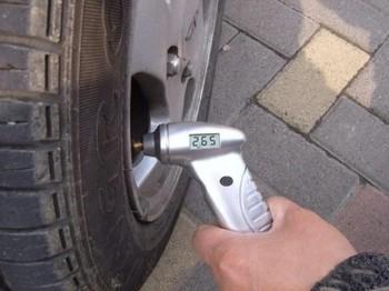 30pcs/lot Digital Tyre gauge +LCD,Tire Pressure Gauge For Car Auto Motorcycle HO047